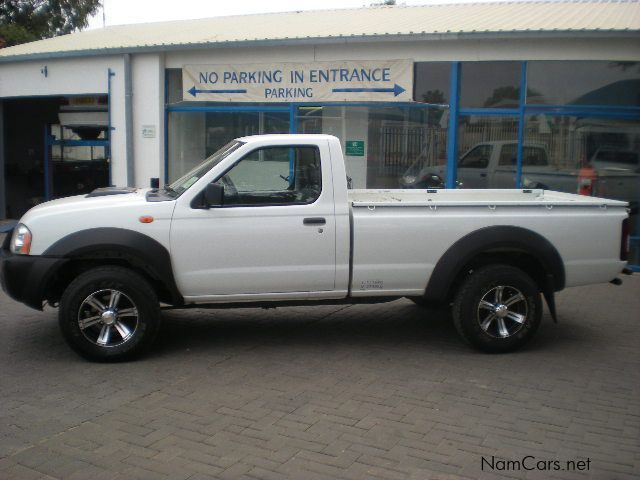 Nissan NP300 2.5 TDi 4X4 S/CAB in Namibia