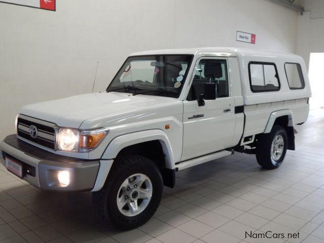 used toyota land cruiser pick up 2013 land cruiser pick. Black Bedroom Furniture Sets. Home Design Ideas