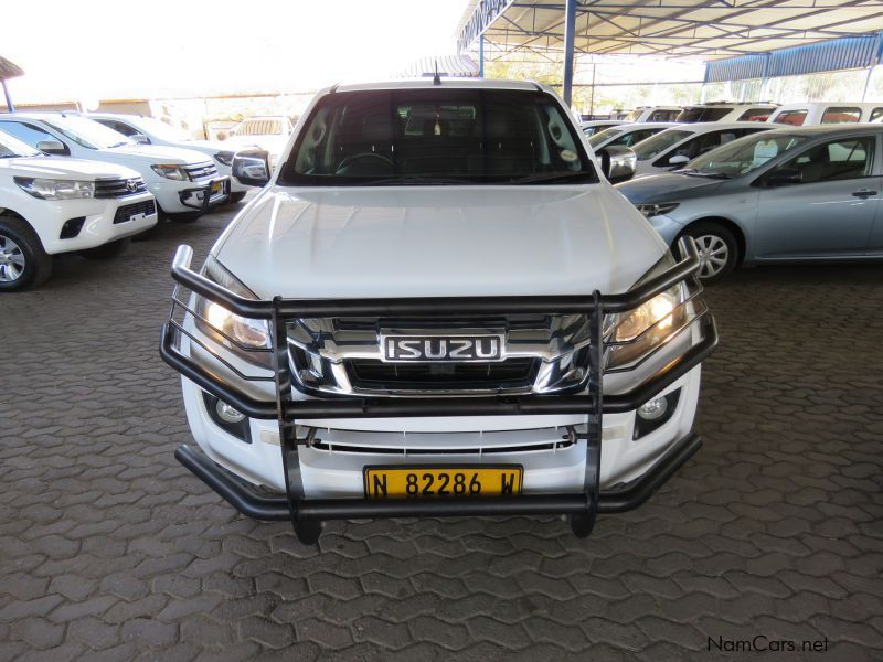 Isuzu KB300 D TEQ D/CAB 4X4 (3 MONTH PAY HOLIDAY AVAILABLE ) in Namibia
