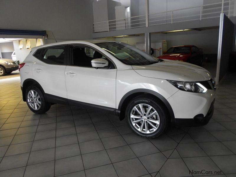 used nissan qashqai 1 5 dci dig tekna 2015 qashqai 1 5 dci dig tekna for sale windhoek. Black Bedroom Furniture Sets. Home Design Ideas
