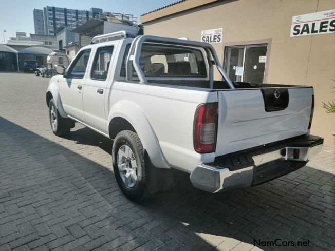Nissan NP 300 2.5 D/C 4x4 in Namibia