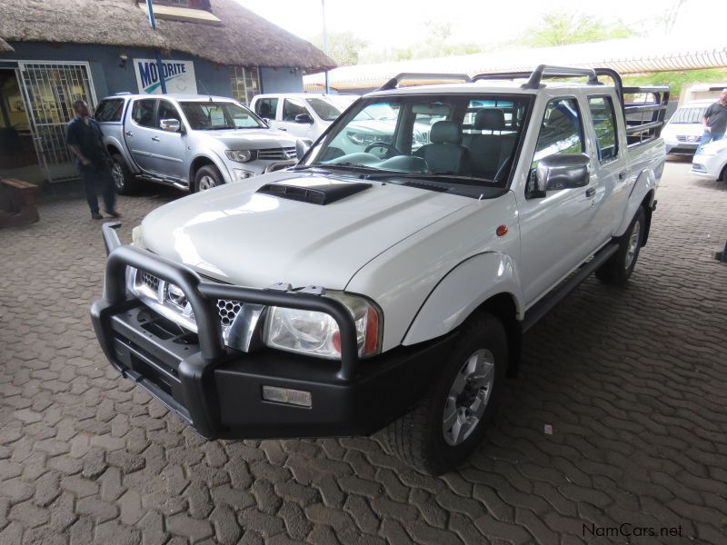 Nissan NP300 2.5 D/CAB 4X4 PRIVATELY OWNED in Namibia