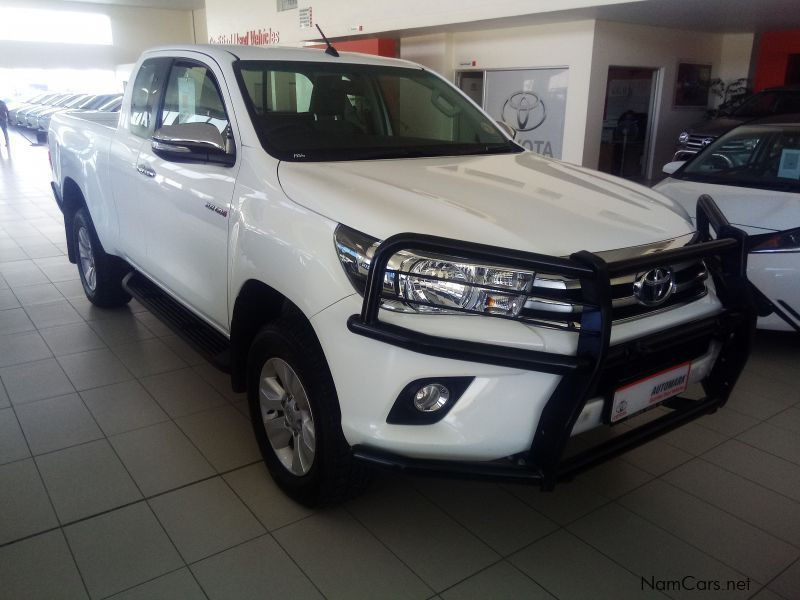 used toyota hilux 2 8 gd6 xtra cab 4x4 raider 2017 hilux 2 8 gd6 xtra cab 4x4 raider for sale. Black Bedroom Furniture Sets. Home Design Ideas