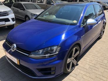 Pre-owned Volkswagen Golf VII 2.0 tsi R-Line for sale in