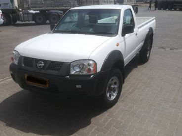 Pre-owned Nissan NP300 2.0 Petrol for sale in