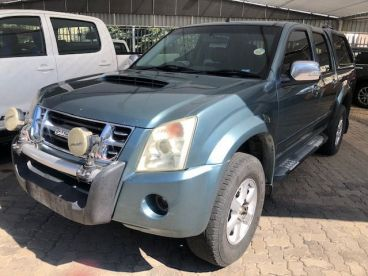 Pre-owned Isuzu KB300 D-TEQ 2x4 manual for sale in