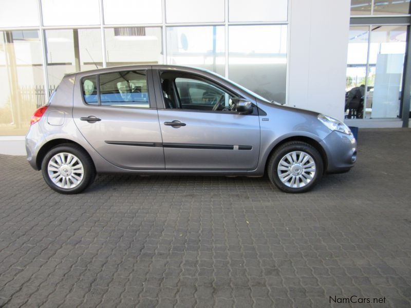 Pre-owned Renault Clio 3 1.6 Yahoo plus for sale in Windhoek