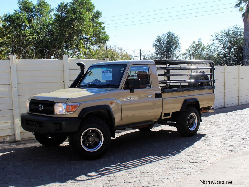 Pre-owned Toyota Land Cruiser LC 4.0 v6 for sale in