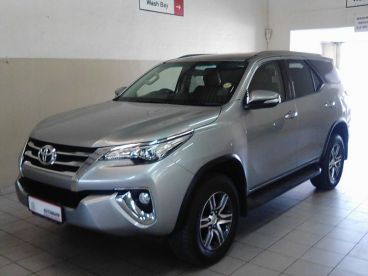 Pre-owned Toyota Fortuner 4.0 V6 4X4 A/T for sale in