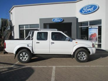 Pre-owned Nissan NP300 2.5 TDI D/C 4X4 MT for sale in