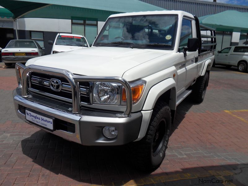 Pre-owned Toyota Landcruiser 4.0 Petrol S/C 4x4 for sale in Windhoek