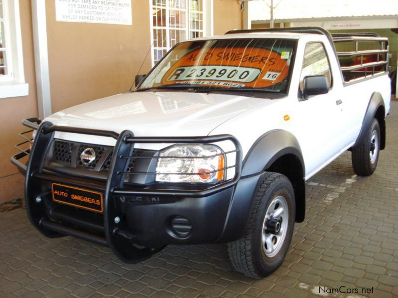 Pre-owned Nissan NP 300 2.4i S/C 4x4 for sale in