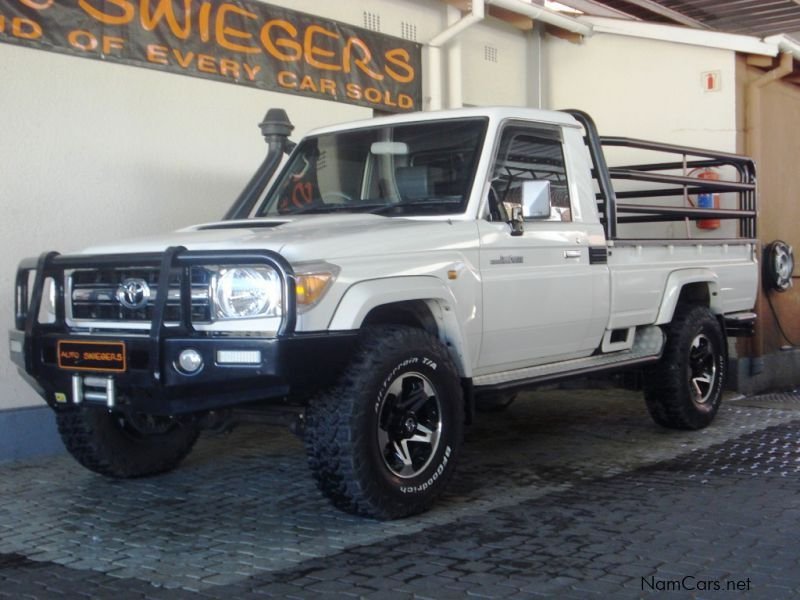 Pre-owned Toyota Land Cruiser LX V8 for sale in