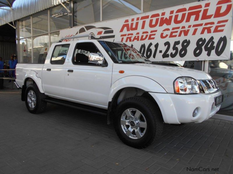 Pre-owned Nissan Hardbody NP300 2.5TDi DC 4x4 for sale in