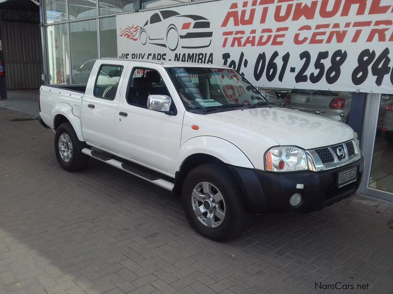 Pre-owned Nissan NP300 2.4i 4x4 DC for sale in