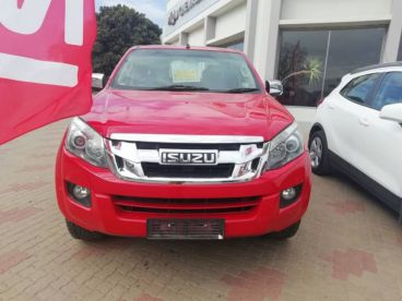 Pre-owned Isuzu KB 300 D-TEQ 4x2 D/CAB LX for sale in