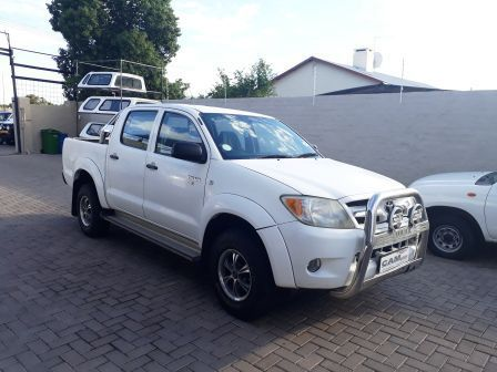 Pre-owned Toyota Hilux 2.5 D4D 4x4 D/C D4D for sale in