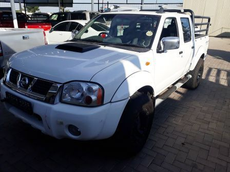 Pre-owned Nissan Hardbody NP 300  D/C 2.5 4x4 for sale in