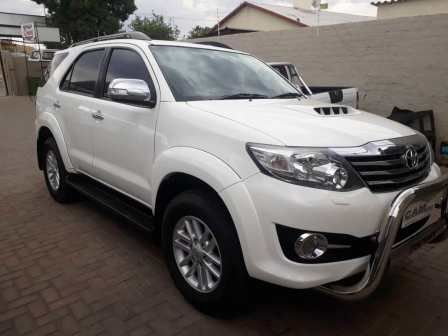 Pre-owned Toyota Fortuner 3.0 d4d 2x4 for sale in