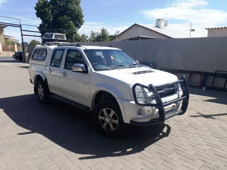 Pre-owned Isuzu KB 300 D/C 4x4 DTeck LE for sale in