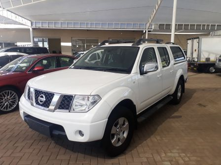 Pre-owned Nissan Navara 2.5 D/C DCI 4x4 for sale in