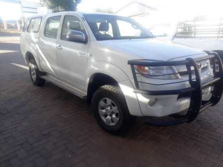 Pre-owned Toyota Hilux  4.0L D/C 4x4 V6 for sale in
