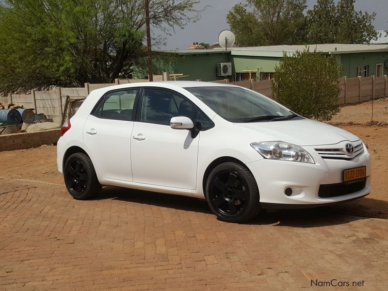 Pre-owned Toyota Auris 1.6 XI for sale in
