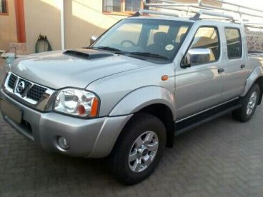Pre-owned Nissan NP300 2.5 TDi DOUBLE CAB 4X4 for sale in