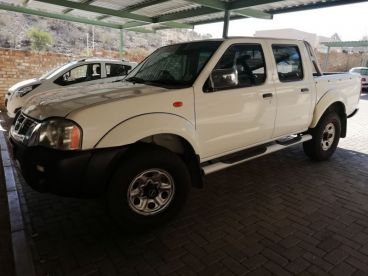 Pre-owned Nissan NP300  2.4 4X4 for sale in