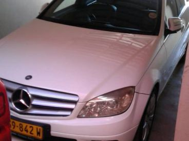 Pre-owned Mercedes-Benz C200 Kompressor for sale in