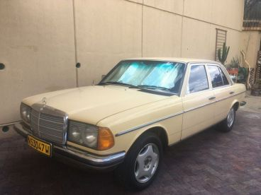 Pre-owned Mercedes-Benz 230E for sale in