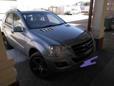 Pre-owned Mercedes-Benz ML500 for sale in
