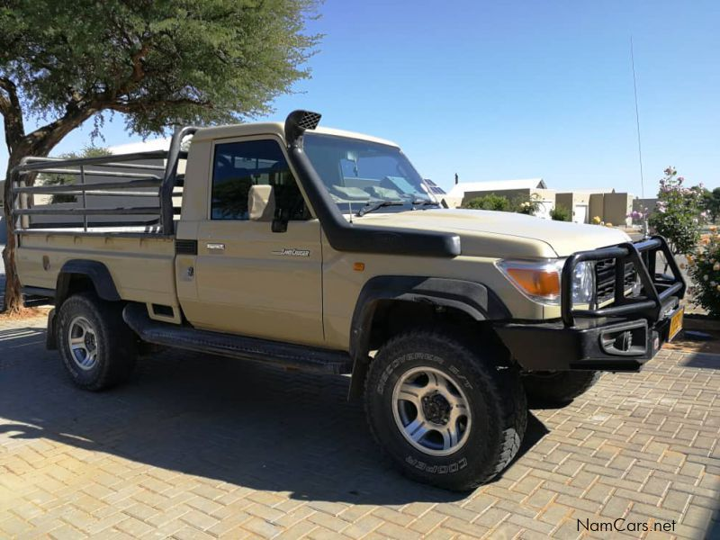 Pre-owned Toyota Land Cruiser S/C Bakkie 4.0 V6 for sale in