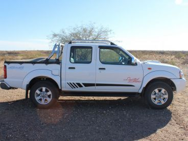 Pre-owned Nissan NP300 Hardbody D/C 2.5TD 4X4 (Limited Edition) for sale in