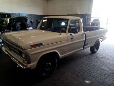 Pre-owned Ford F250 Custom 4x2 for sale in