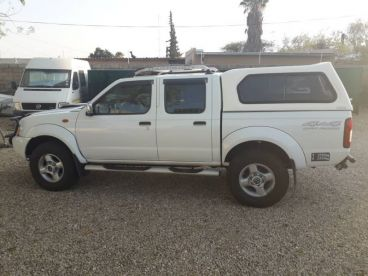 Pre-owned Nissan NP300 2.5TDi 4x4 for sale in