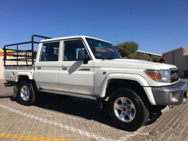 Pre-owned Toyota Land Cruiser D/C 4.0 V6 Petrol for sale in