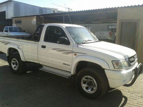 Used Toyota HILUX 2700i for sale in Windhoek