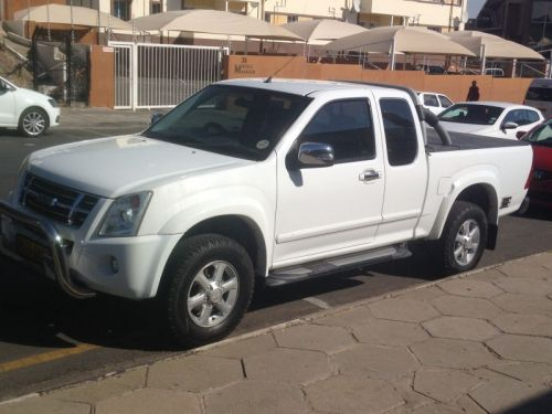 Used Isuzu KB 360 E/CAB for sale in Windhoek