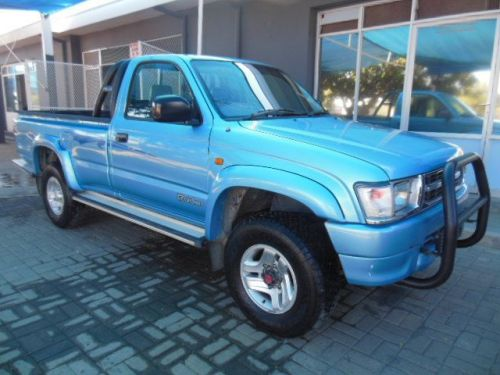 Used Toyota HILUX 2700i  4x4 for sale in Okahandja