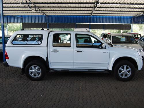 Used Isuzu KB360 D/C 4x4 A/T for sale in Windhoek