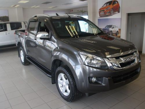 Used Isuzu KB300 D/C 4X2 LX for sale in Windhoek