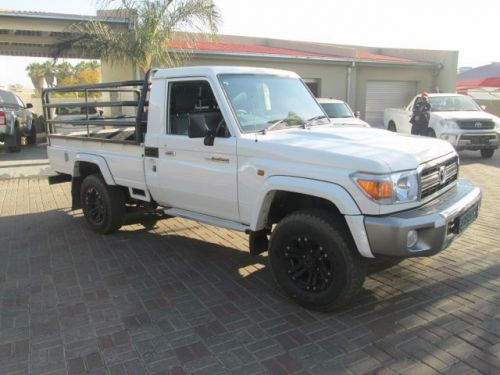 Used Toyota LandCruiser V6 for sale in Windhoek
