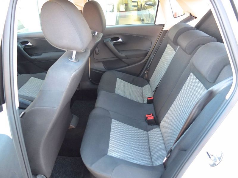2010 Volkswagen Polo 1.4 i pictures