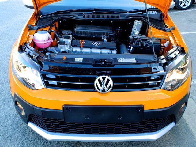 2014 Volkswagen Cross Polo pictures